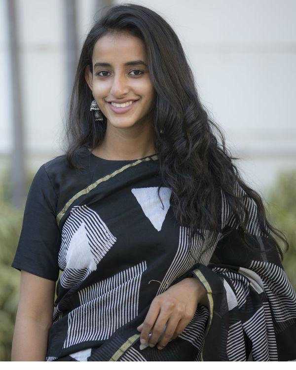 Black and grey shapes printed sari 3