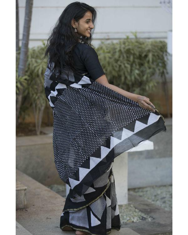 Black and grey shapes printed sari 2