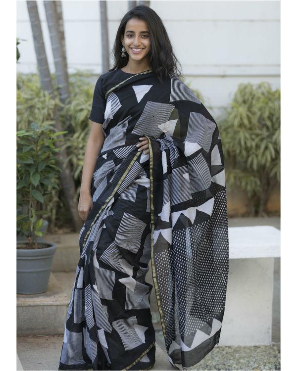Black and grey shapes printed sari 1