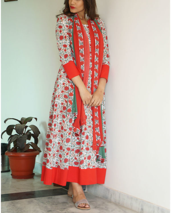 Red border maxi with dupatta 2