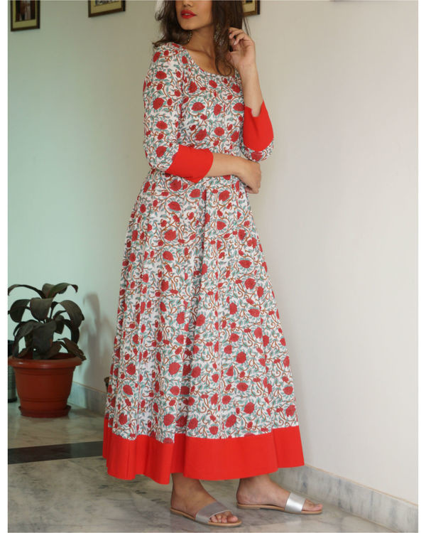 Red border maxi with dupatta 1