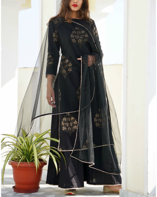 Black gold print kurta sharara set with dupatta 2