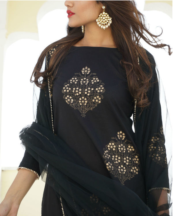 Black gold print kurta sharara set with dupatta 1