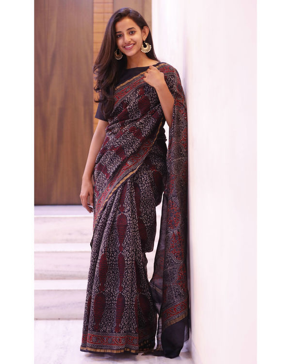 Black and maroon motif sari 2
