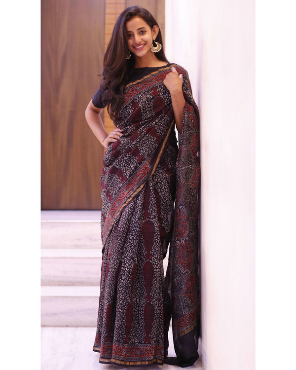 Black and maroon motif sari 1