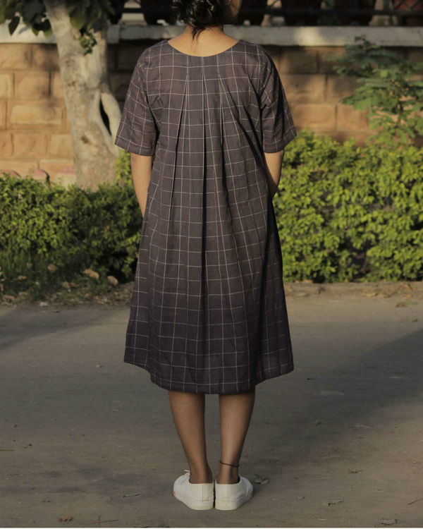 Pleated brown checkered dress 2