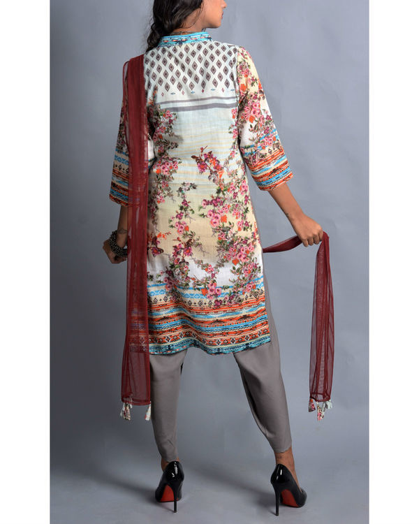 Moroccan floral kurta with dhoti and stole set 1
