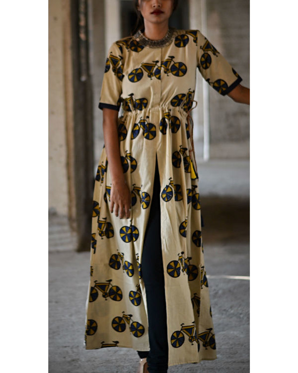 Cycle printed slit cape 3