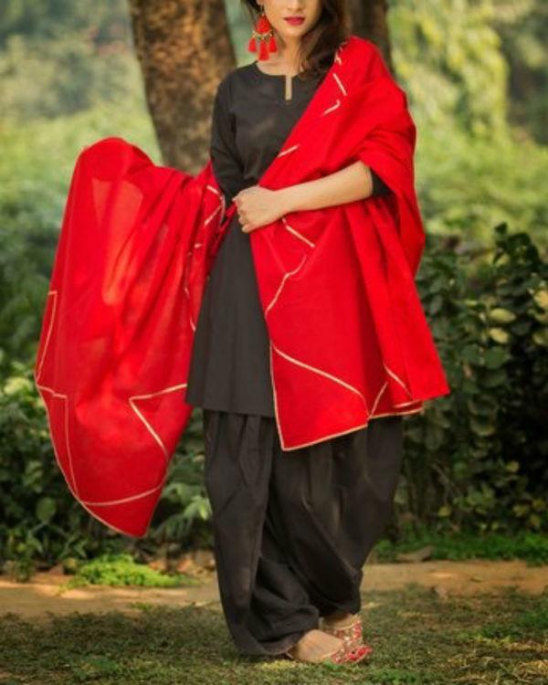 Black dhoti kurti with gotta patti red dupatta 1