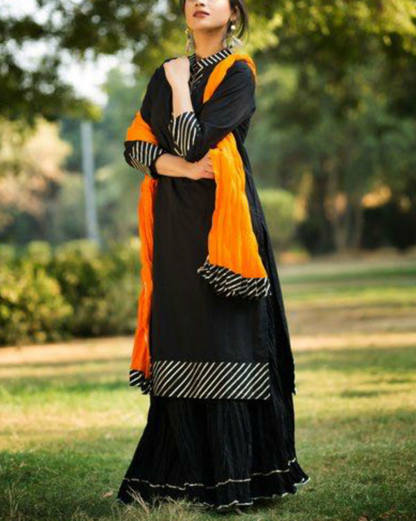Black gotta patti straight kurta with crush skirt & dupatta 3