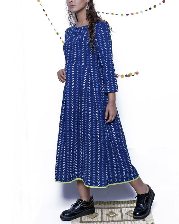 Indigo arrow print dress 3