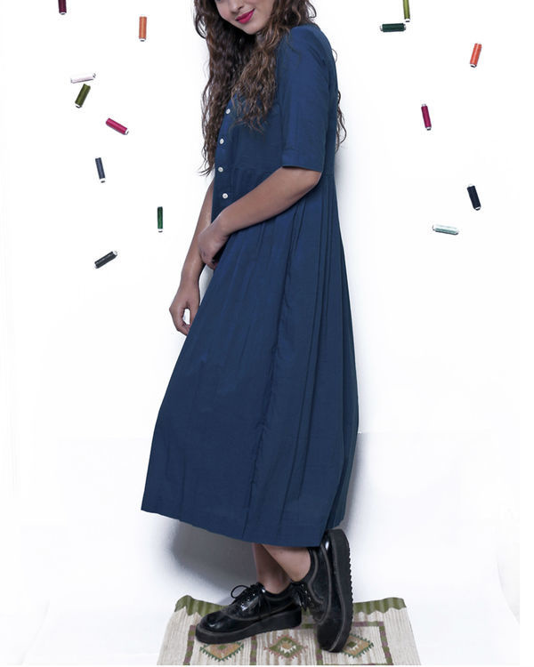 Plain indigo pleated dress 2