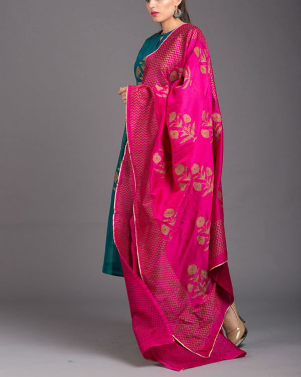 Aquamarine daisy printed set with pink dupatta 2