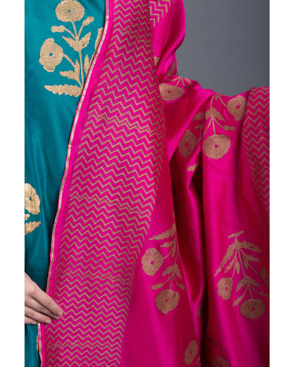 Aquamarine daisy printed set with pink dupatta 3