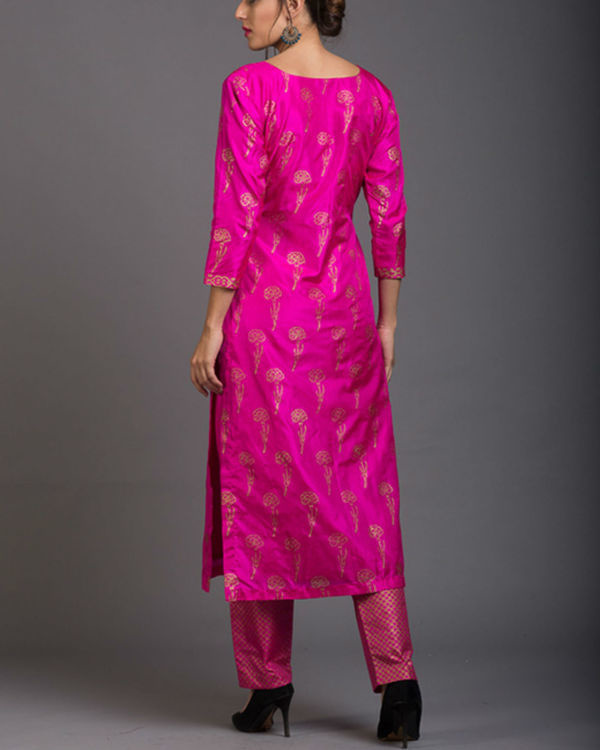 Pink sapphire lily printed set with ink blue dupatta 3