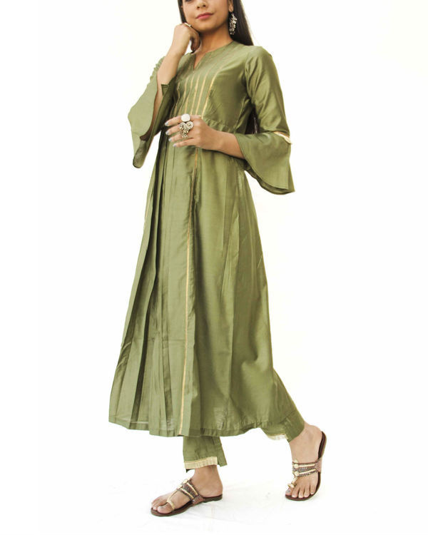 Olive green box kurta and pant set 2
