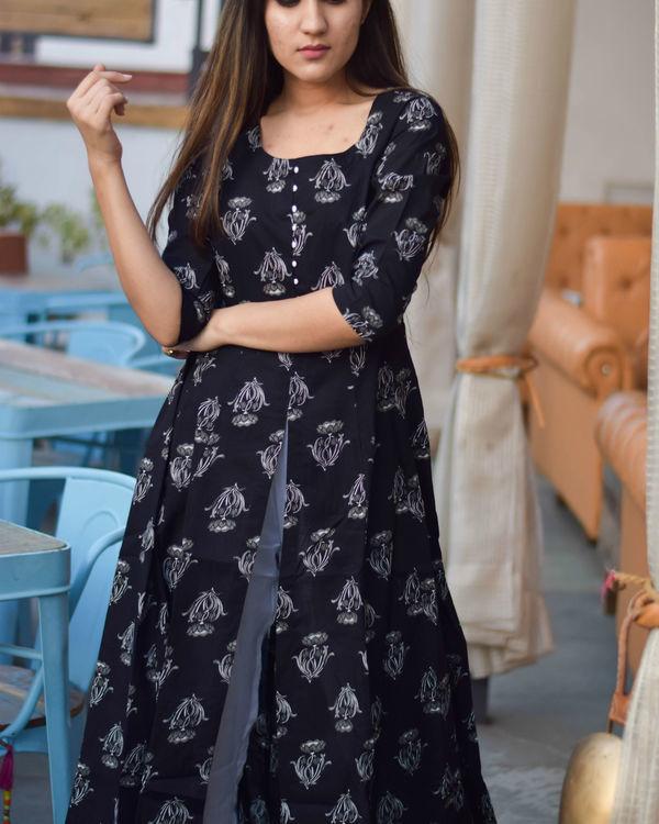 Black printed kurta with pants 2