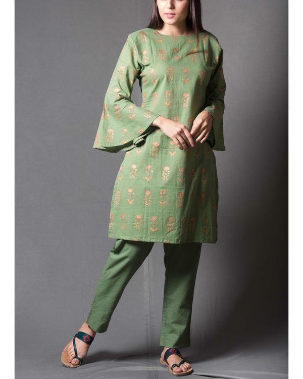Green block daisy printed short kurta set 1