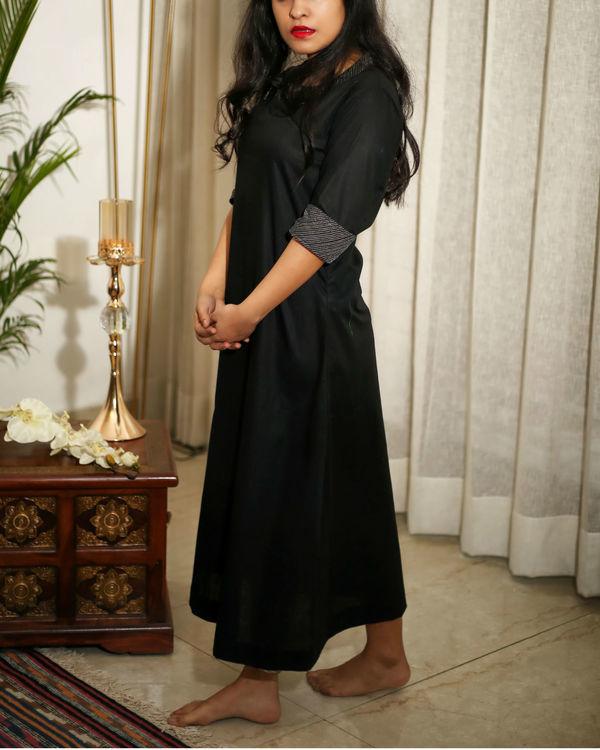 Black kurta with zari details 4