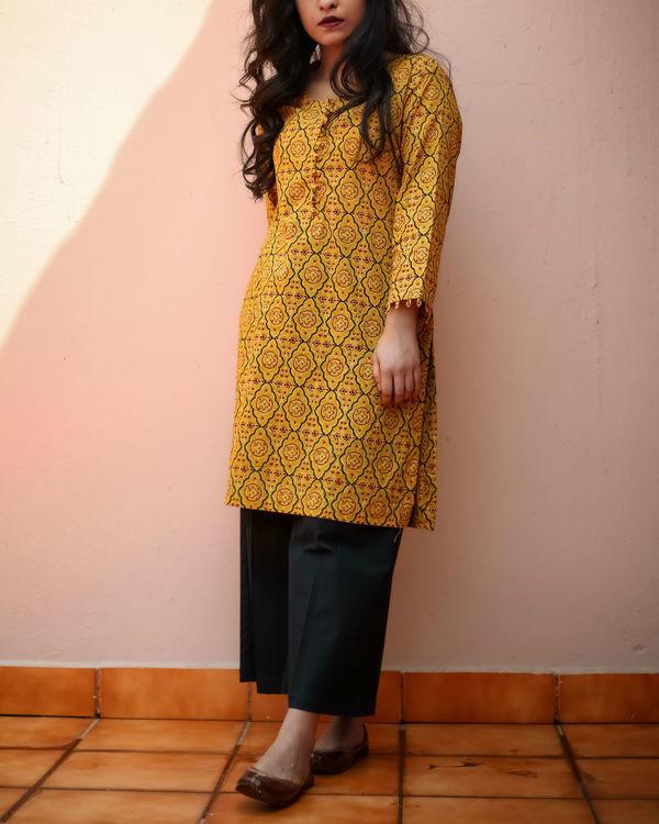 Mughal mustard kurta set 1