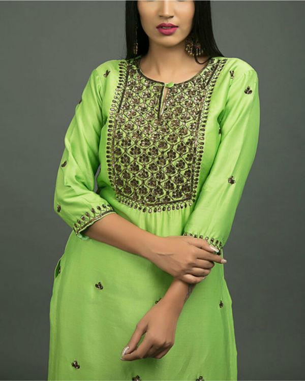 Hara peshawari embroidered kurta set with lime green dupatta 1