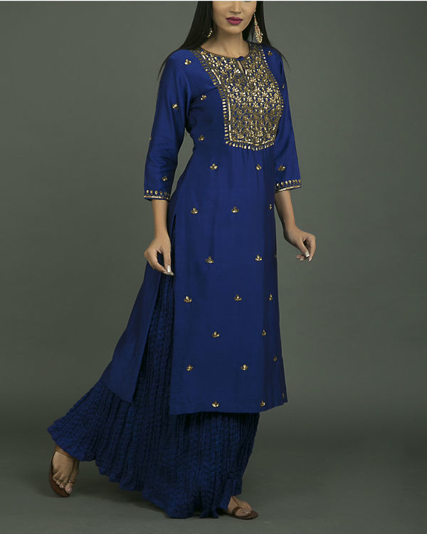 Neela aari embroidered kurta set with neela chiffon dupatta 2