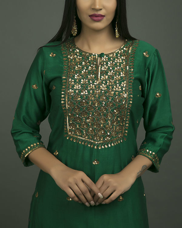 Hazrat begum embroidered kurta set with green chiffon dupatta 1