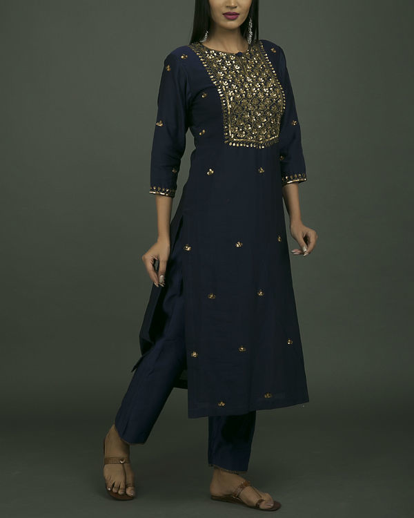 Roshanara embroidered neela kurta set with green dupatta 2