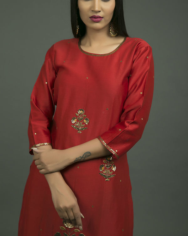Laal ghaagra embroidered set 3